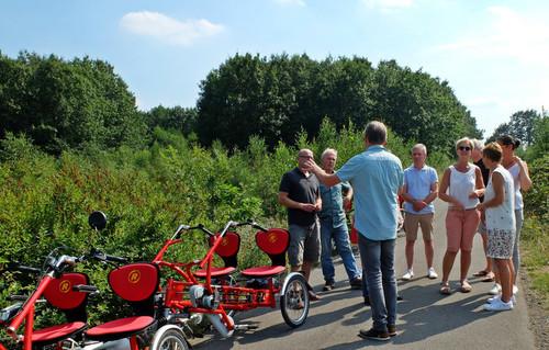 Van Raam 4er rot 2h bike rental in Raesfeld
