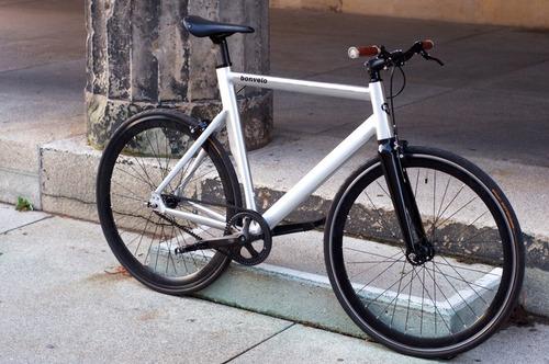 Bonvelo Rakede Carbon Drive bike rental in Berlin