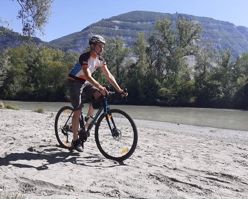 Trek Checkpoint ALR 4 bike rental in Gaillard