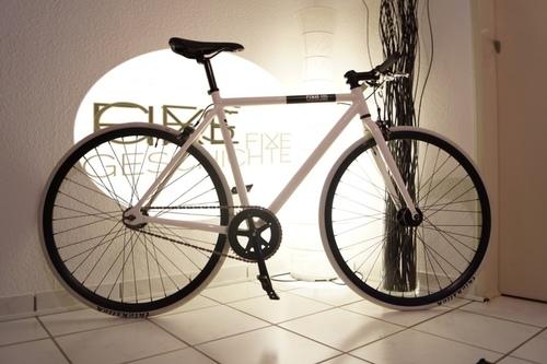 Fixie inc. Floater Race white bike rental in Darmstadt